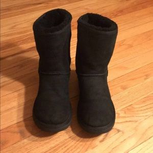 UGG) classic short boots 🖤